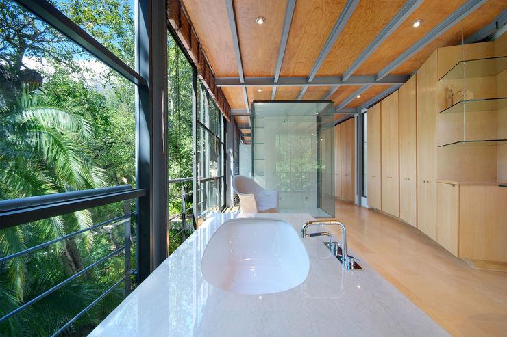 Main En-Suite Bathroom Van der Merwe Miszewski Architects Modern bathroom Stone White