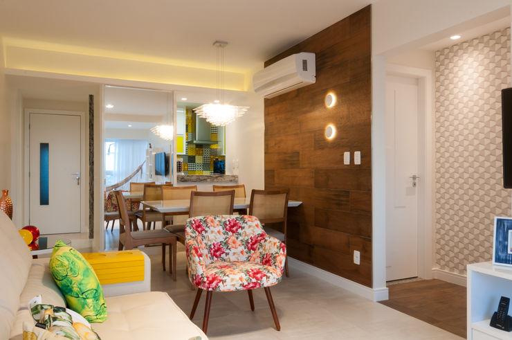 Bernal Projetos - Arquitetos em Salvador Modern dining room Ceramic Wood effect