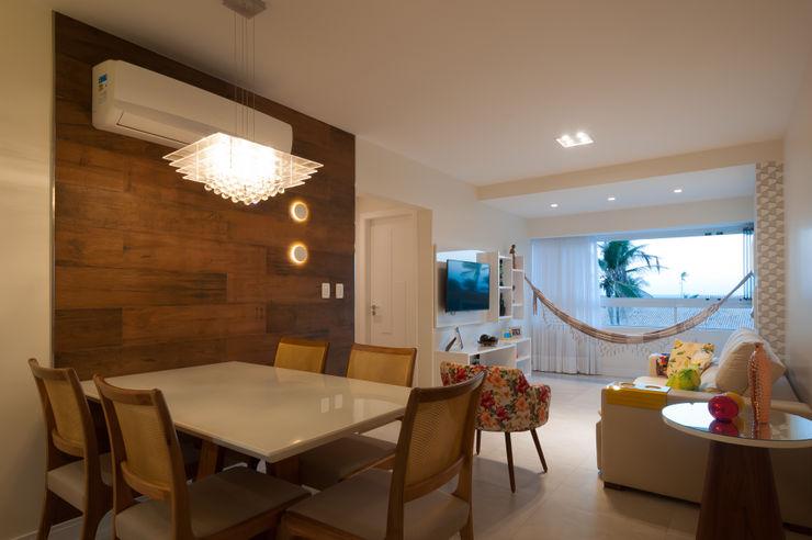 Sala de estar e jantar com varanda integrada. Bernal Projetos - Arquitetos em Salvador Salas de estar modernas