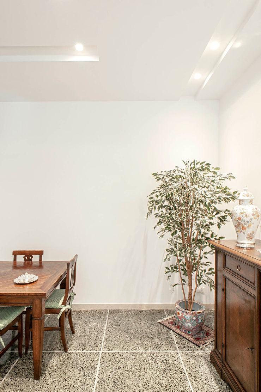 Soggiorno Luca Bucciantini Architettura d' interni Soggiorno minimalista Bianco