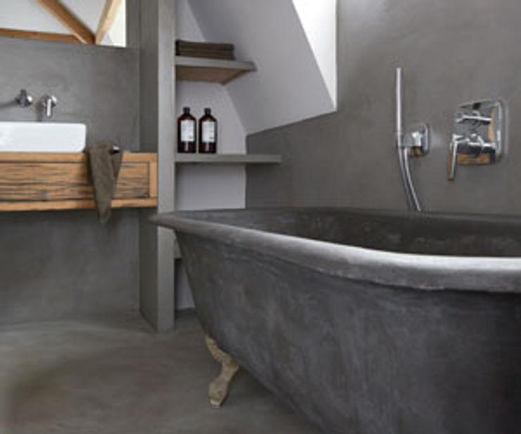 Badkamer betonstuc vrijstaand bad Molitli Interieurmakers Landelijke badkamers