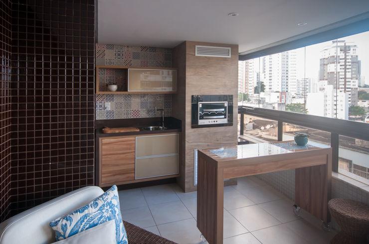 Bernal Projetos - Arquitetos em Salvador Balcones y terrazas eclécticos Beige