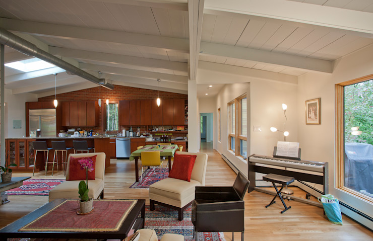 RT Studio, LLC Ruang Keluarga Modern