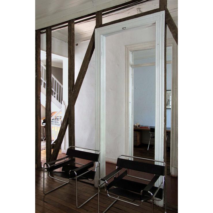 Crescente Böhme Arquitectos Modern living room Wood Wood effect