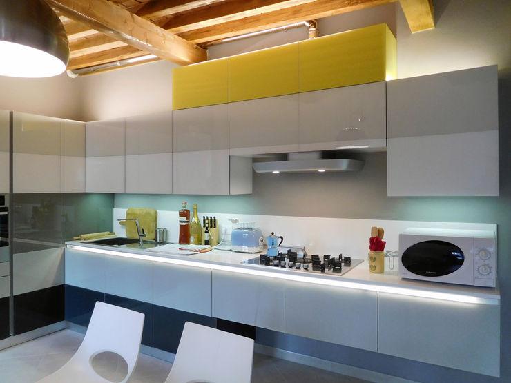 Appartamento Contemporaneo in Centro Storico Studio di Architettura IATTONI Cucina minimalista