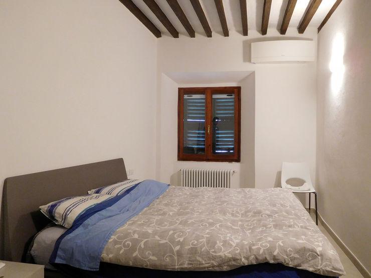 Appartamento Contemporaneo in Centro Storico Studio di Architettura IATTONI Camera da letto minimalista