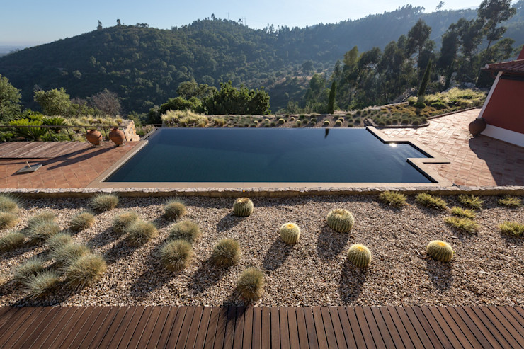 Moradia Moderna com Jardim e Piscina Jardíssimo Jardins de fachada
