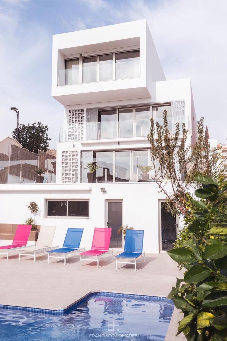 Vivienda de lujo de 3 dormitorios en 3 alturas con piscina y sótano Francisco Pomares Arquitecto / Architect Piscinas de estilo moderno