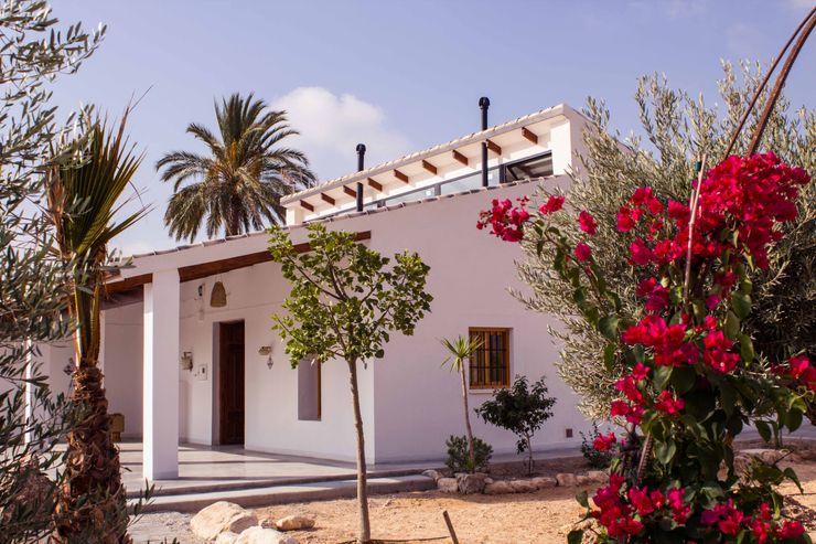 Casa de campo rural en la huerta de estilo mediterráneo Francisco Pomares Arquitecto / Architect Casas rurales Blanco
