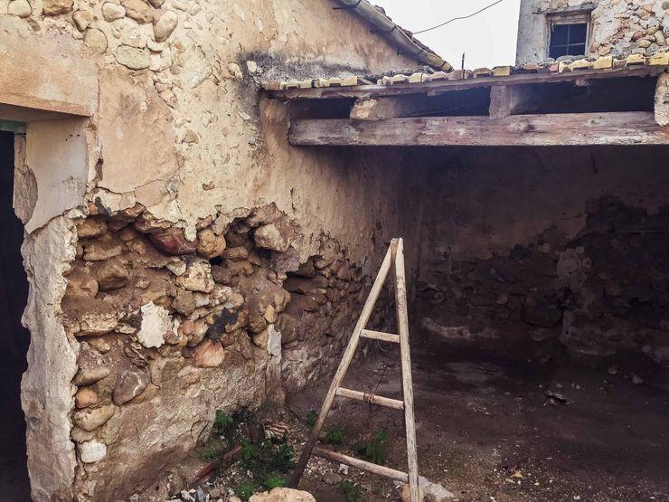 Estado previo a la rehabilitación - cobertizo Francisco Pomares Arquitecto / Architect Casas de estilo rural