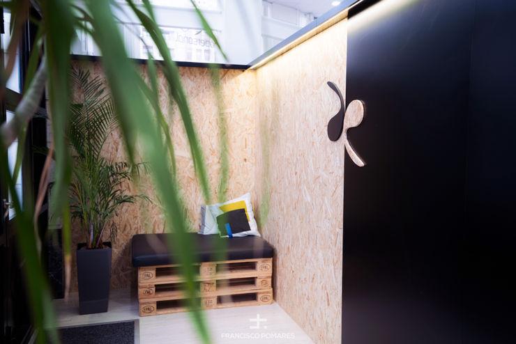 Zona de espera Francisco Pomares Arquitecto / Architect Clínicas de estilo minimalista