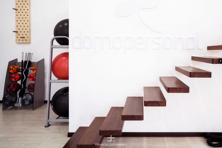 Escalera empotrada Francisco Pomares Arquitecto / Architect Clínicas de estilo minimalista