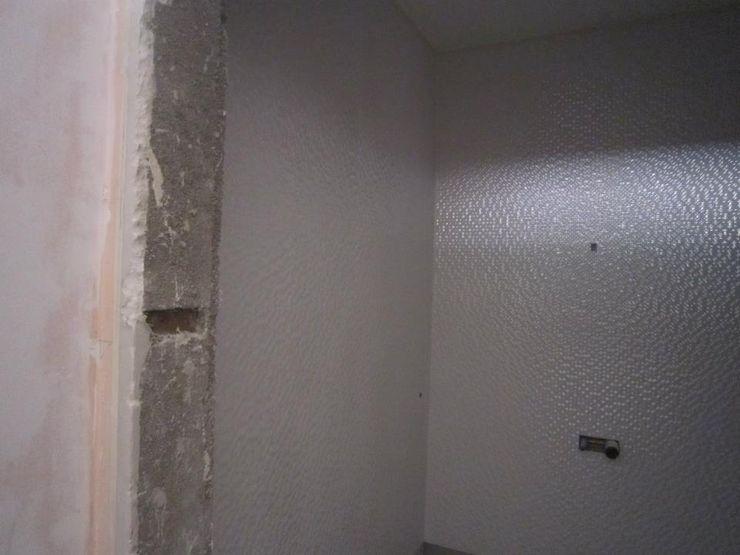 Remodelação de escritório em Vila Nova de Gaia - Instalação Sanitária PROJETARQ Edifícios comerciais modernos