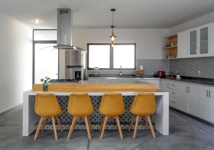 Casa YY CUBO ROJO Arquitectura Cocinas modernas