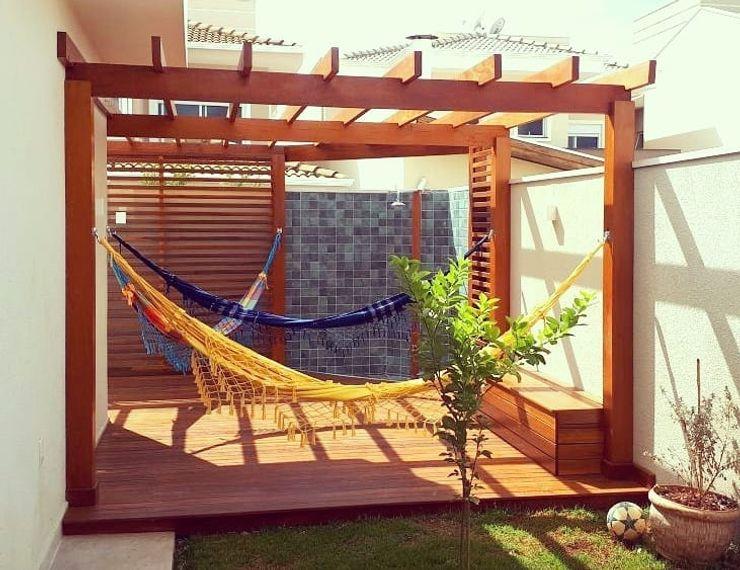 Pergolado e deck! Vanessa Vosgrau Arquitetura Jardins campestres Madeira