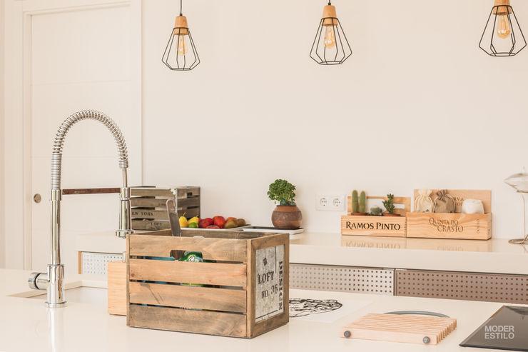Poppy Moderestilo - Cozinhas e equipamentos Lda Armários de cozinha Acabamento em madeira