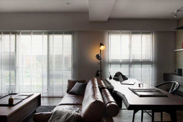 白色木百葉 邑田空間設計 Modern windows & doors