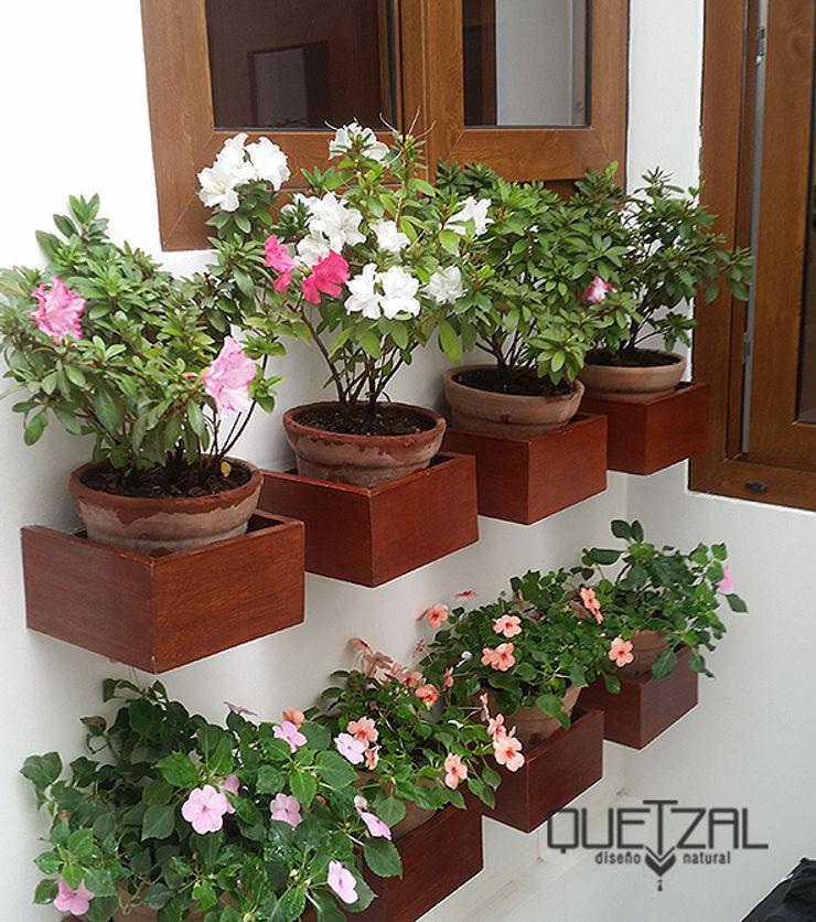 Madera + Arcilla + Flores Quetzal Jardines Jardines de estilo rústico