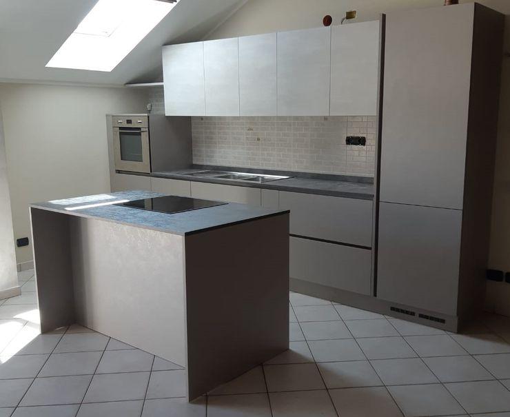 Vibo Cucine sas di Olivero Bruno e c. KitchenCabinets & shelves