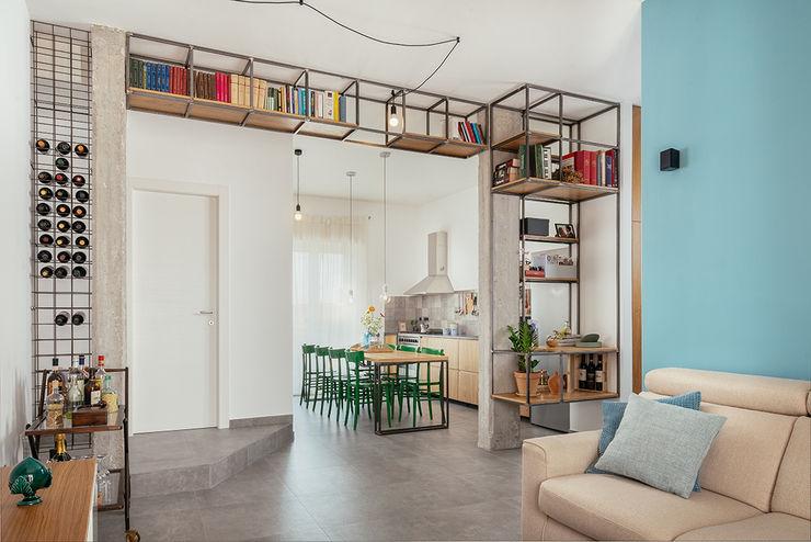Open space living e cucina manuarino architettura design comunicazione Cucina attrezzata Ferro / Acciaio Verde