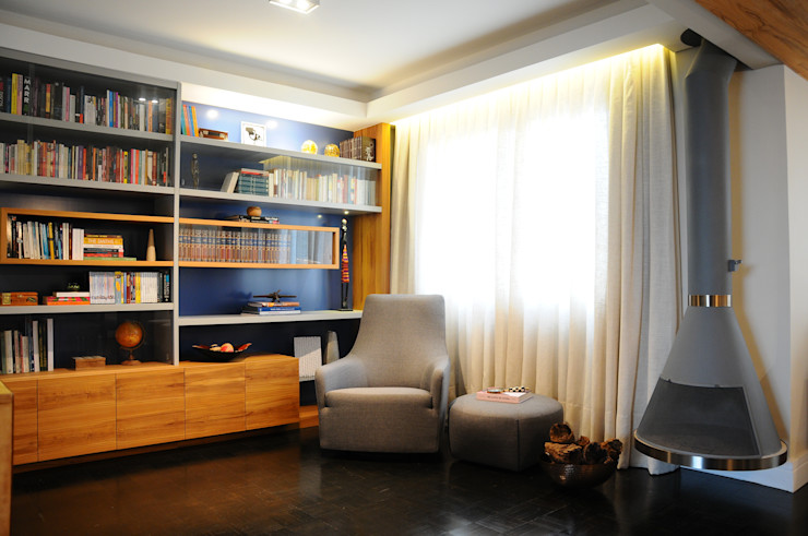 MARIA FERNANDA PEREIRA Ruang Studi/Kantor Modern Parket Blue