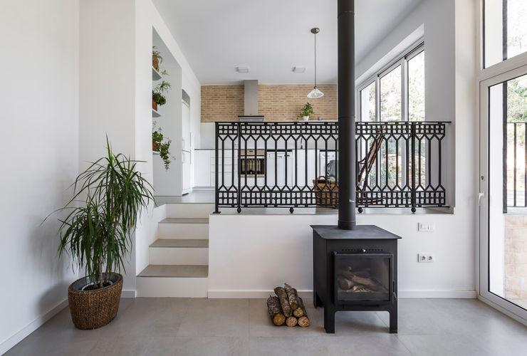 Casa en La Murta tambori arquitectes Salones de estilo mediterráneo Blanco