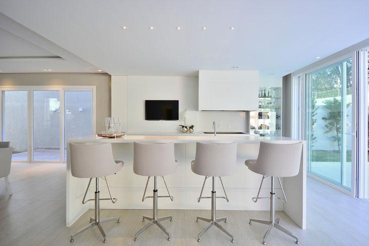 GOURMET FUNCIONAL Motta Viegas arquitetura + design Salas de jantar modernas Pedra Bege