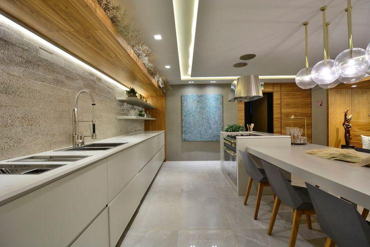 ARTE EM FOCO Motta Viegas arquitetura + design Armários e bancadas de cozinha Madeira Cinza