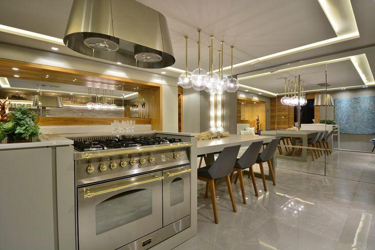 ALTA TECNOLOGIA Motta Viegas arquitetura + design Cozinhas embutidas Madeira Cinza