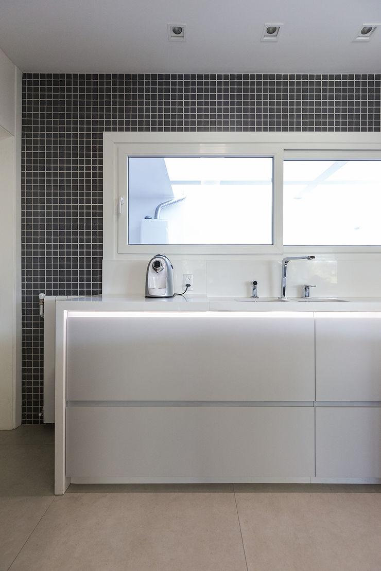 Rabisco Arquitetura Dapur Modern Granit White