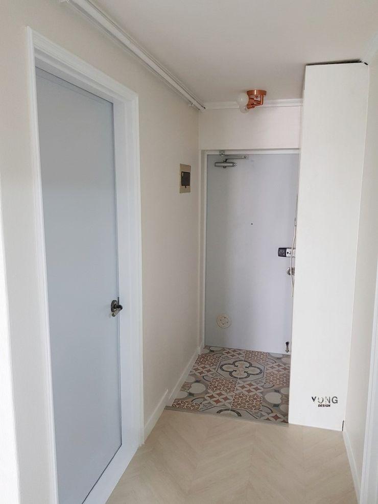 YONG DESIGN Mediterranean corridor, hallway & stairs Tiles Amber/Gold