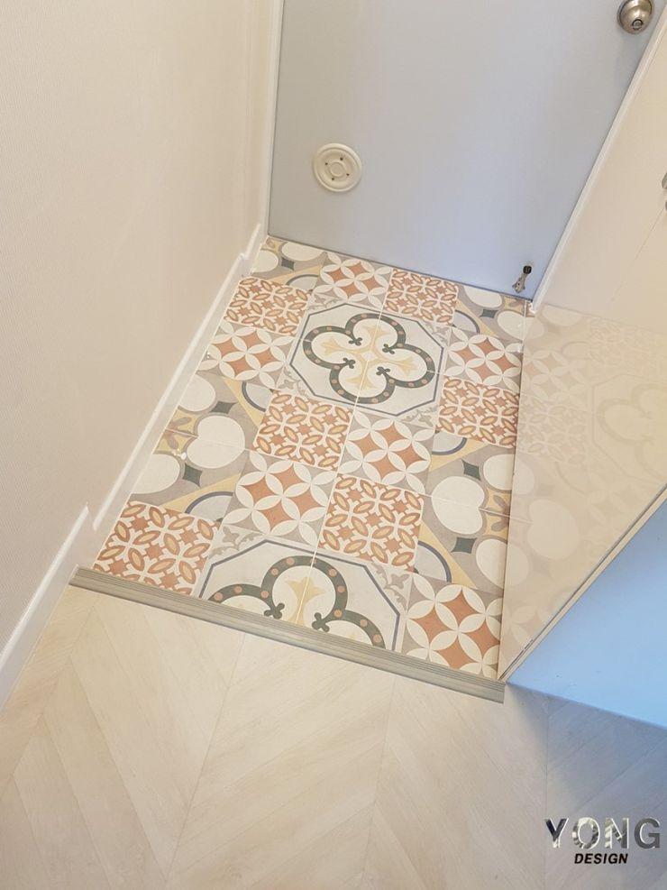 YONG DESIGN Mediterranean corridor, hallway & stairs Tiles Red