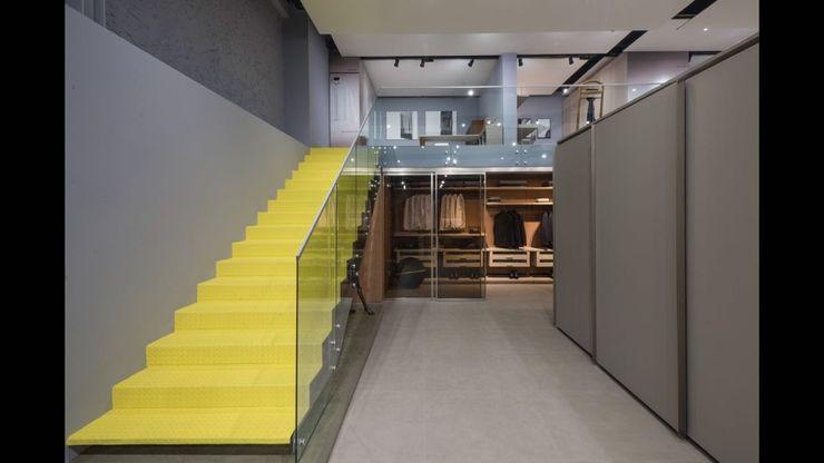 SHOWROOM ORNARE BELO HORIZONTE Studio Cicconi Escadas Ferro/Aço Amarelo