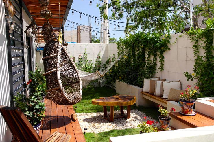 Terraza Privada Taller Veinte Balcones y terrazas tropicales Marrón