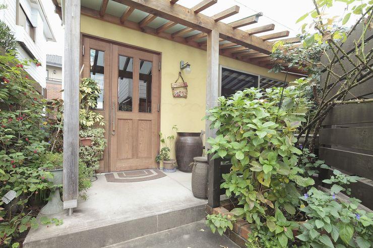 アース建築工房 Casas de madera Madera maciza Amarillo
