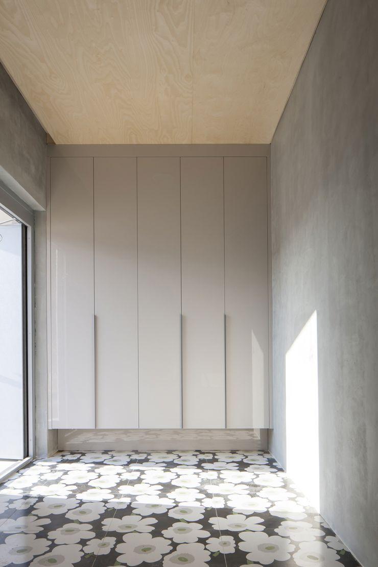 'Snow AIDe Modern Corridor, Hallway and Staircase Grey
