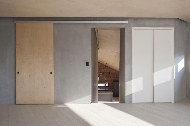 'Snow AIDe Modern Media Room Grey