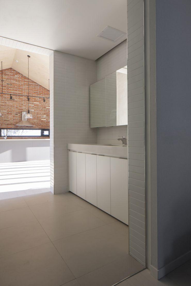 'Snow AIDe Modern Bathroom Grey