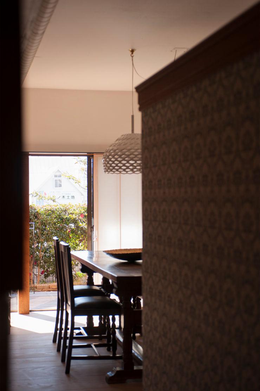 RENOVATION MODEL HOUSE yuukistyle 友紀建築工房 モダンデザインの リビング