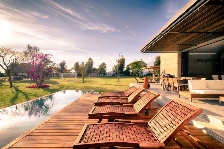 Terraza y jardín QG Taller Tlaiye Balcones y terrazas modernos