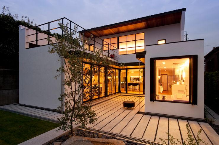 CONCEPT HOUSE yuukistyle 友紀建築工房 モダンな 家 白色