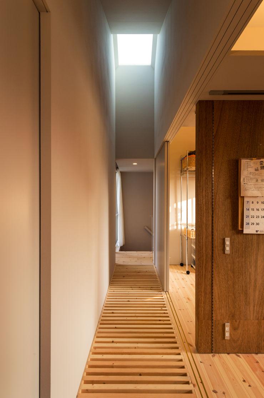 Takeru Shoji Architects.Co.,Ltd Eclectic style corridor, hallway & stairs