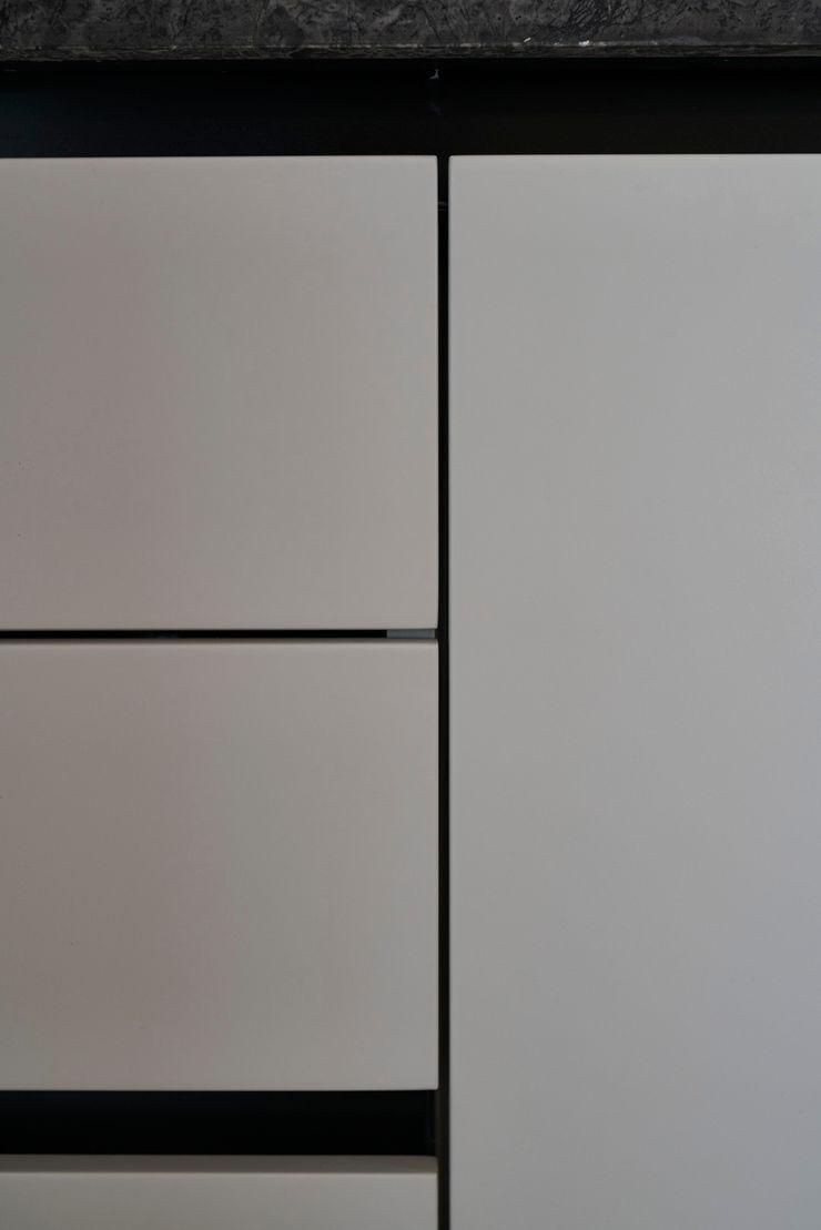 Bodrumbodrum Esra Kazmirci Mimarlik Living roomTV stands & cabinets Wood Grey