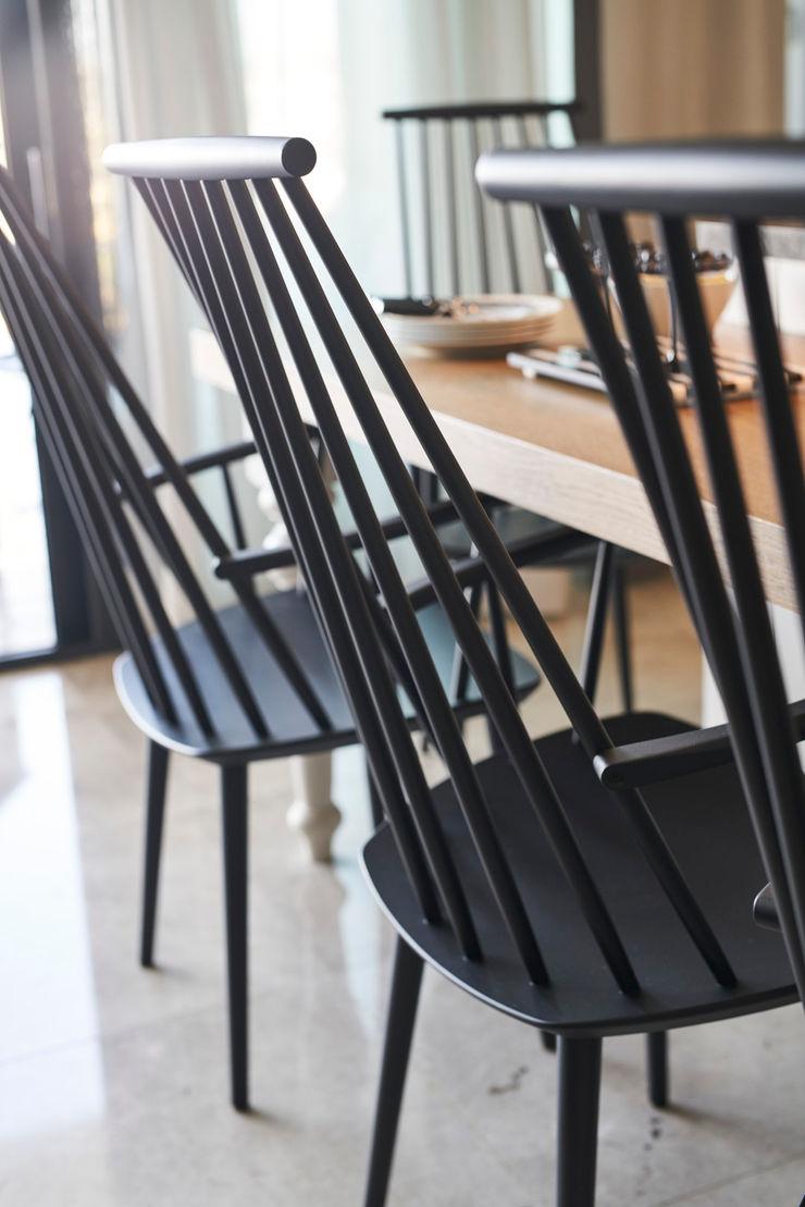 Bodrumbodrum Esra Kazmirci Mimarlik KitchenTables & chairs Wood Black