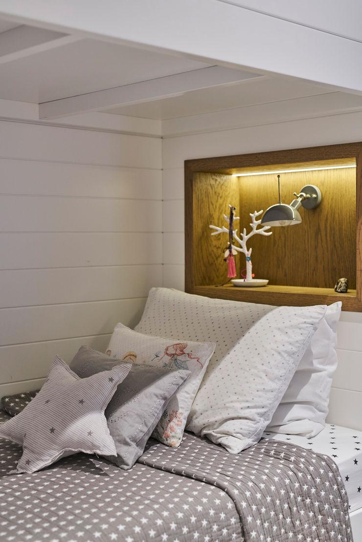 bodrumbodrum Esra Kazmirci Mimarlik BedroomBeds & headboards Wood White