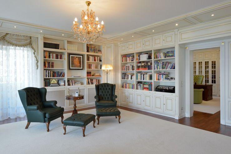 Studio biblioteca Turati Boiseries Studio in stile classico Legno