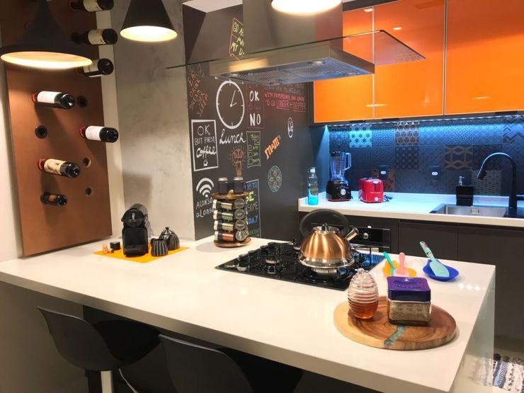APARTAMENTO UP VILLAGE PRB ARQUITETURA Cozinhas modernas