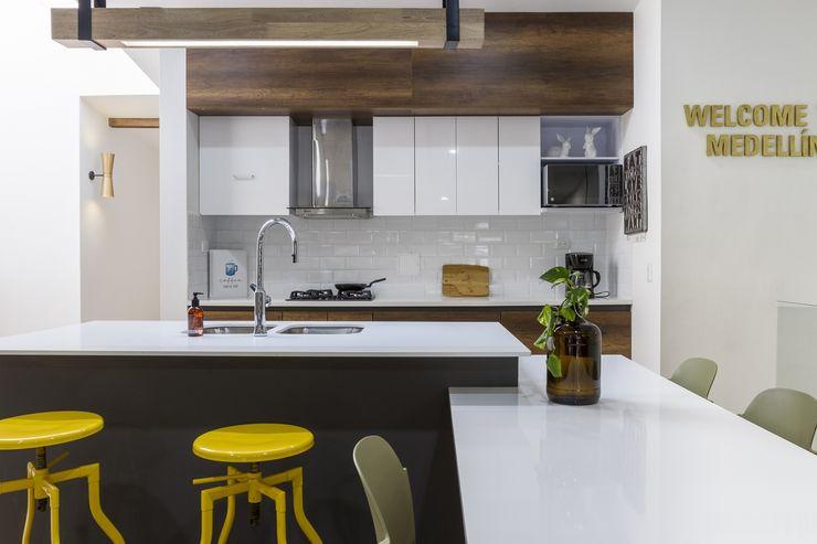cocina casa laureles Adrede Arquitectura Cocinas modernas Ladrillos Negro