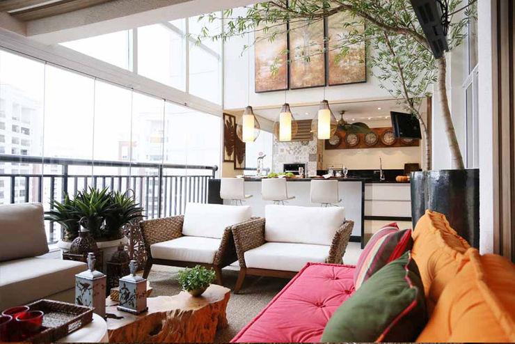INSIDE ARQUITETURA E DESIGN Balcones y terrazas clásicos Vidrio Multicolor