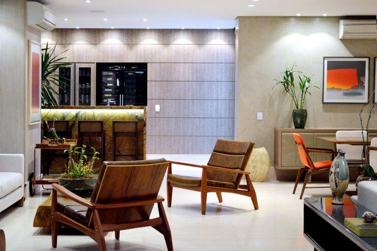 BAR COM BALCÃO EM GRANITO NATURAL Adriana Scartaris: Design e Interiores em São Paulo Varandas, alpendres e terraços modernos